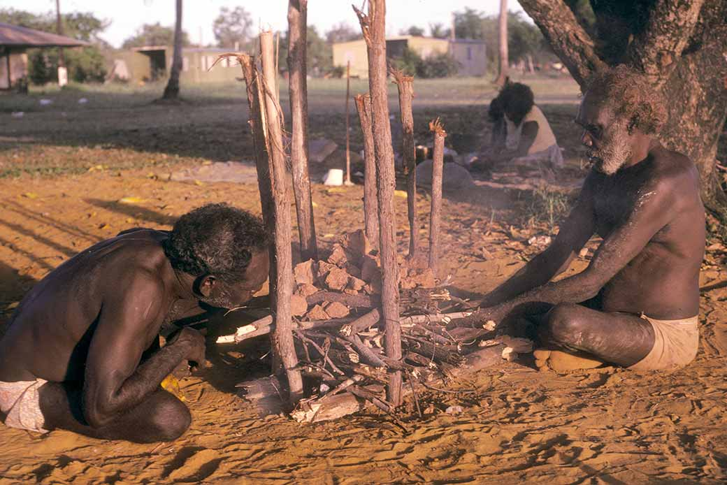 aboriginal cooking methods essay Nutritional benefits of traditional food foods from land and sea once provided everything for people today, a mix of market and traditional food is common for most people, but traditional food remains an important source of many nutrients.